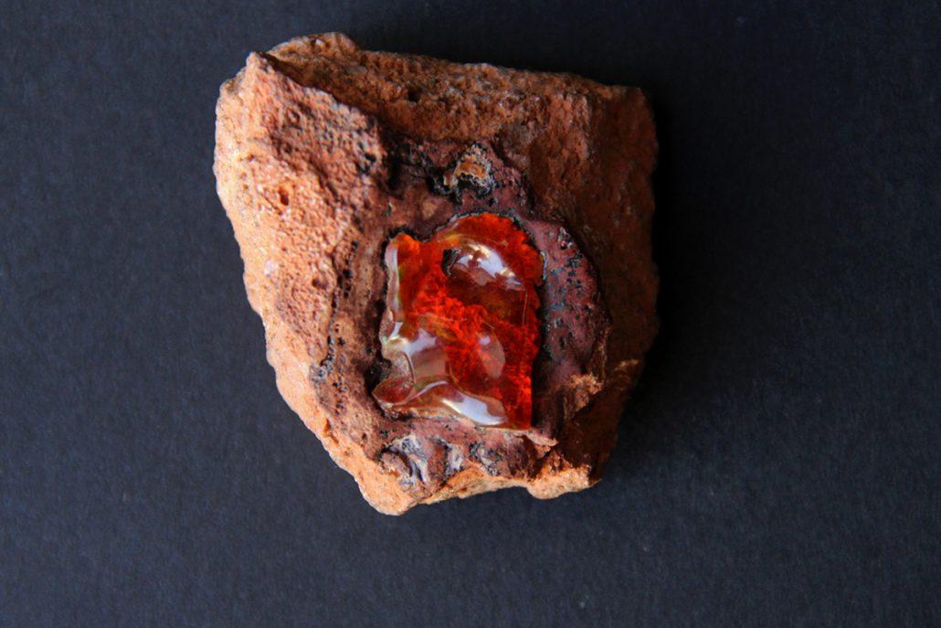 neobrađeni Vatreni opal