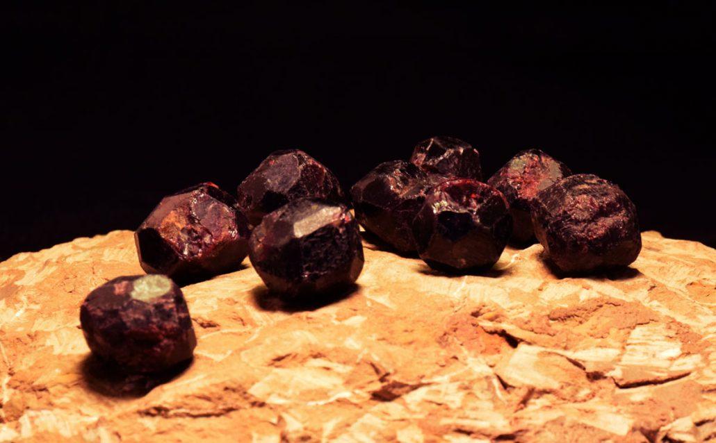 Granat kamen