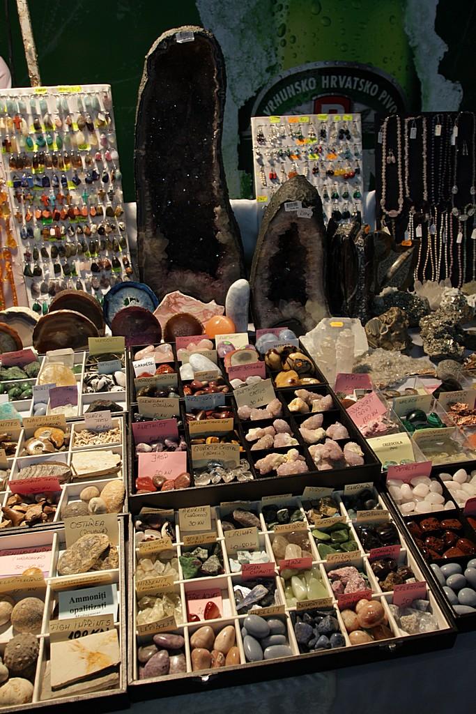 Prodaja poludragog kamenja