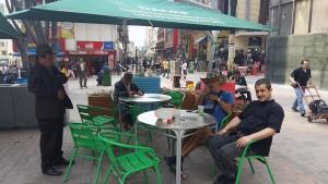 Odmor od smaragda u kafiću