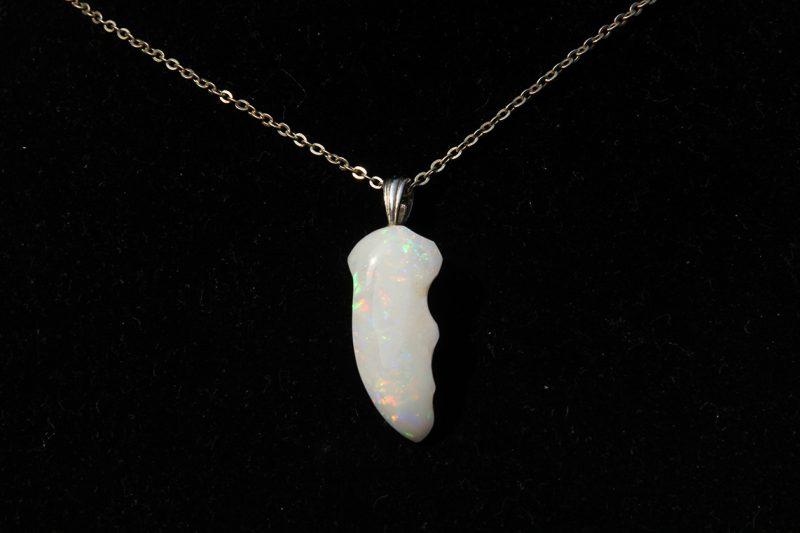 nakit privjesak bijeli opal