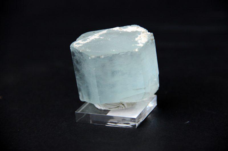 prirodni kristal akvamarina