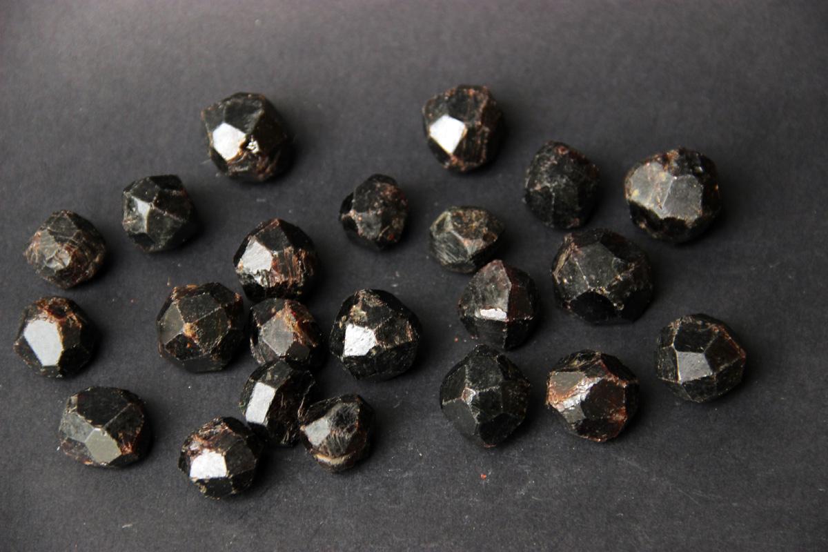 neobrađeni Granat