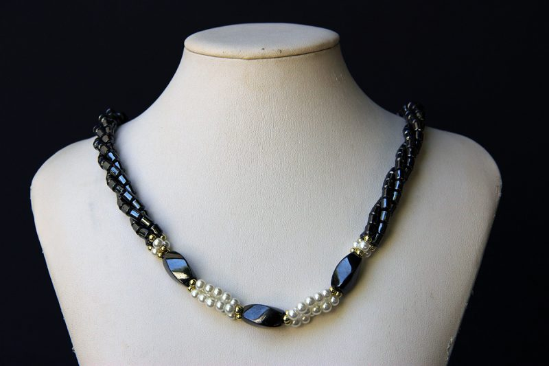 ogrlica od hematita i bisera