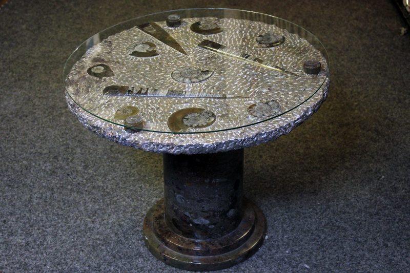 Stol s fosilima amoniti