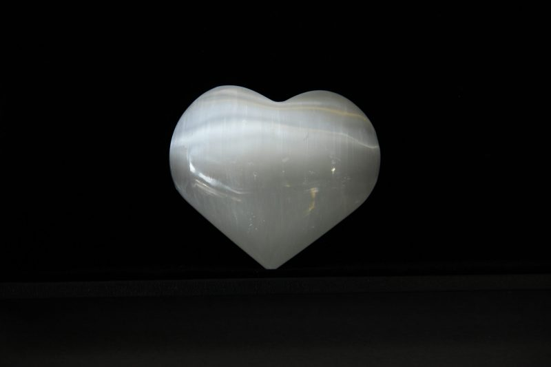 ukrasni predmet selenit srce