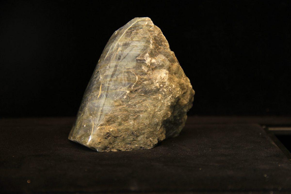 mineral labradorit, poludragi kamen