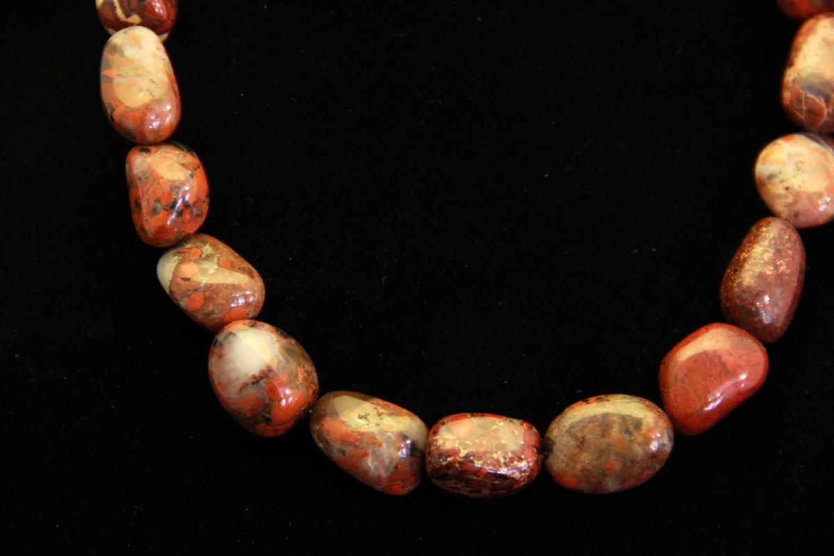 Brečasti jaspis ogrlica