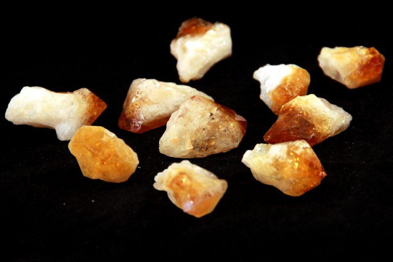 citrin, neobrađeni mineral