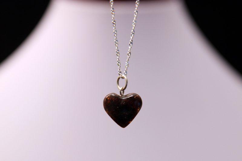 privjesak jantar srce,mineral