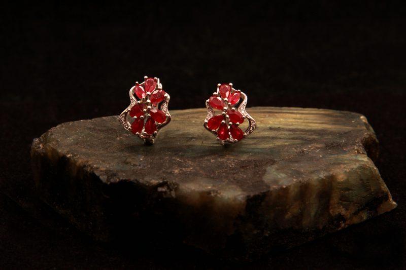 naušnice sa rubinima