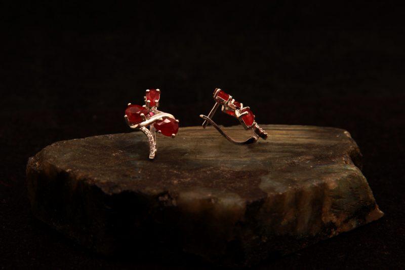 naušnice s rubinima