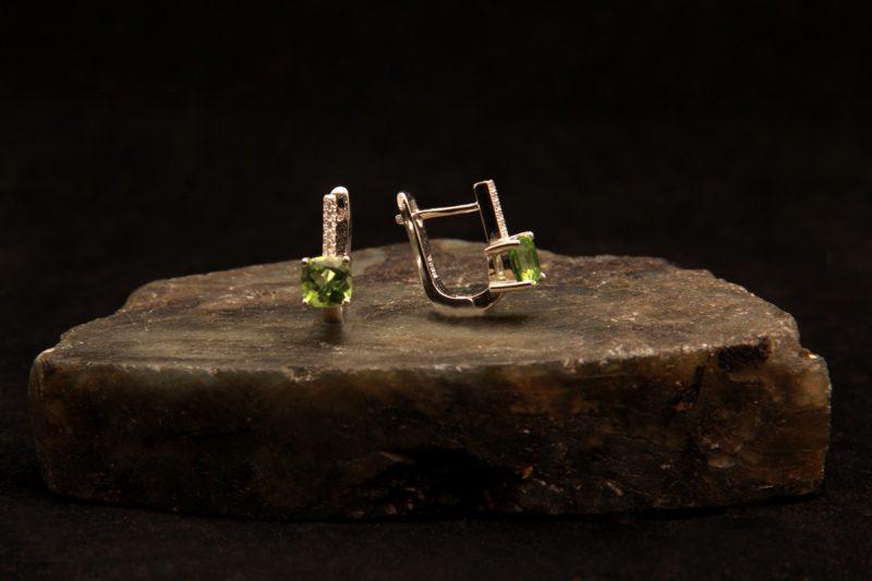 naušnice od peridota