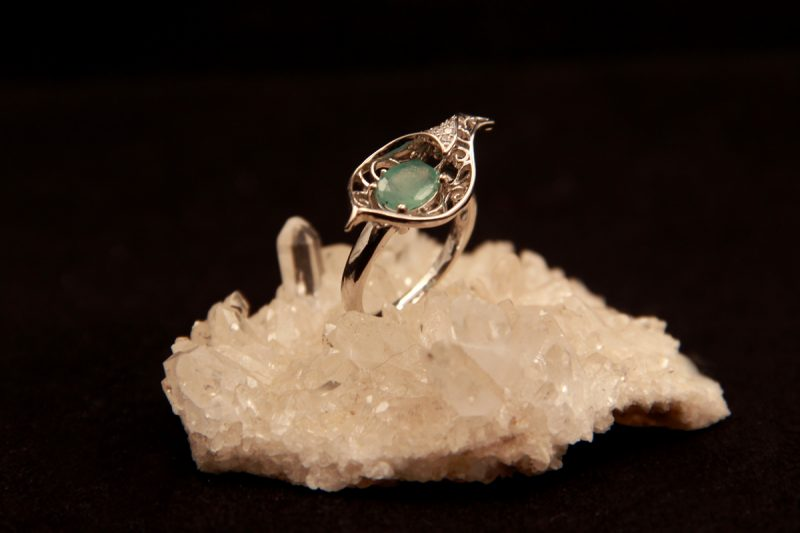 prsten s smaragdom