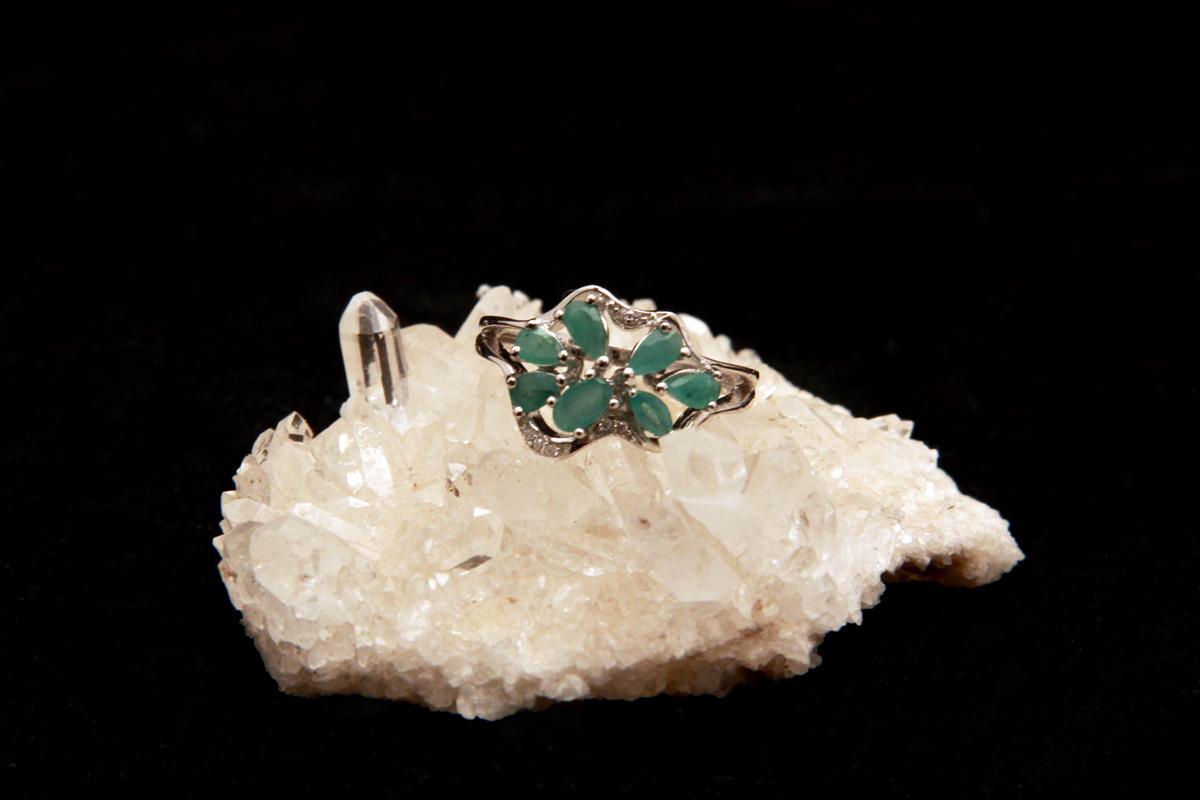 prsten s smaragdima