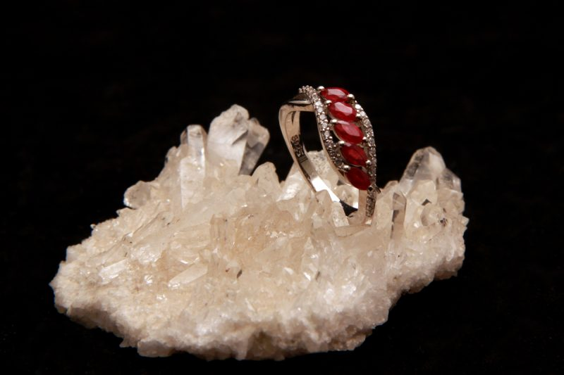 Rubini na prstenu