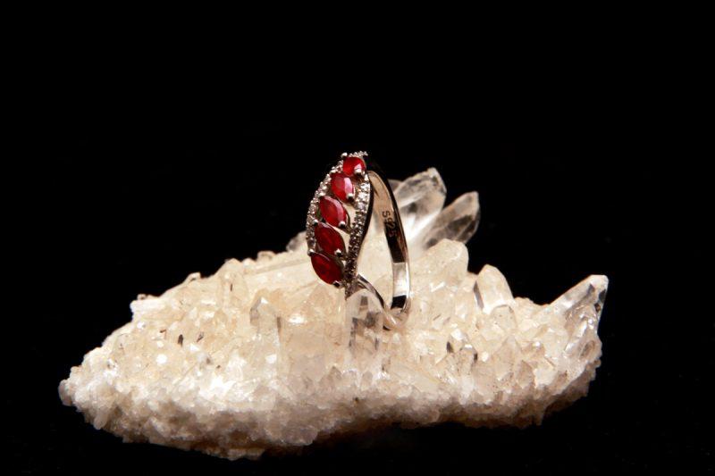 prsten s rubinima