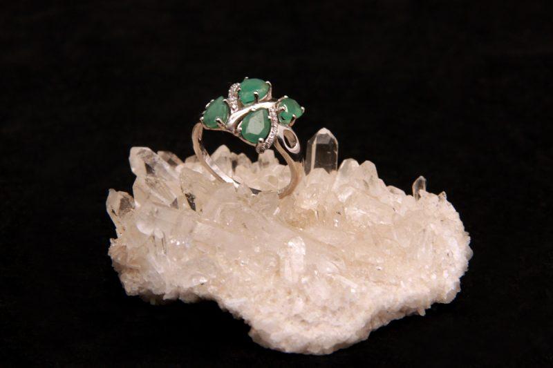 Smaragd na prstenu