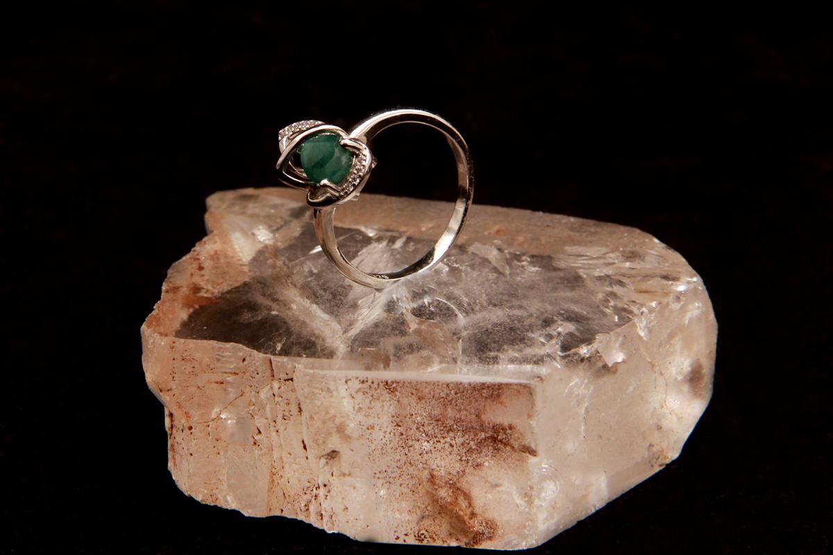 prsten sa smaragdom
