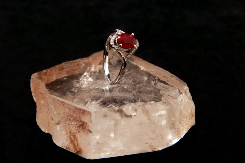 Prsten sa rubinom
