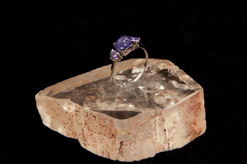 tanzanit na prstenu