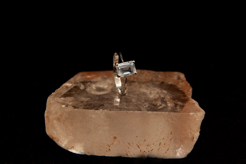 srebrni prsten sa topazom