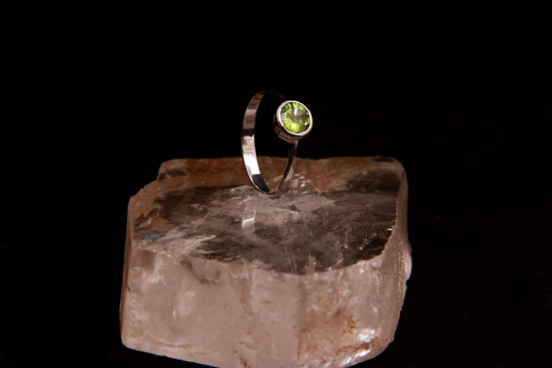 prsten sa peridotom