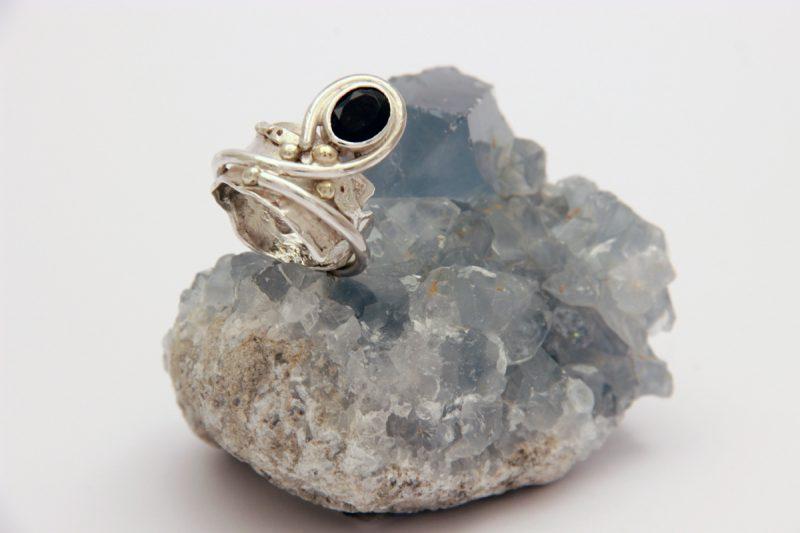 unikatni prsten