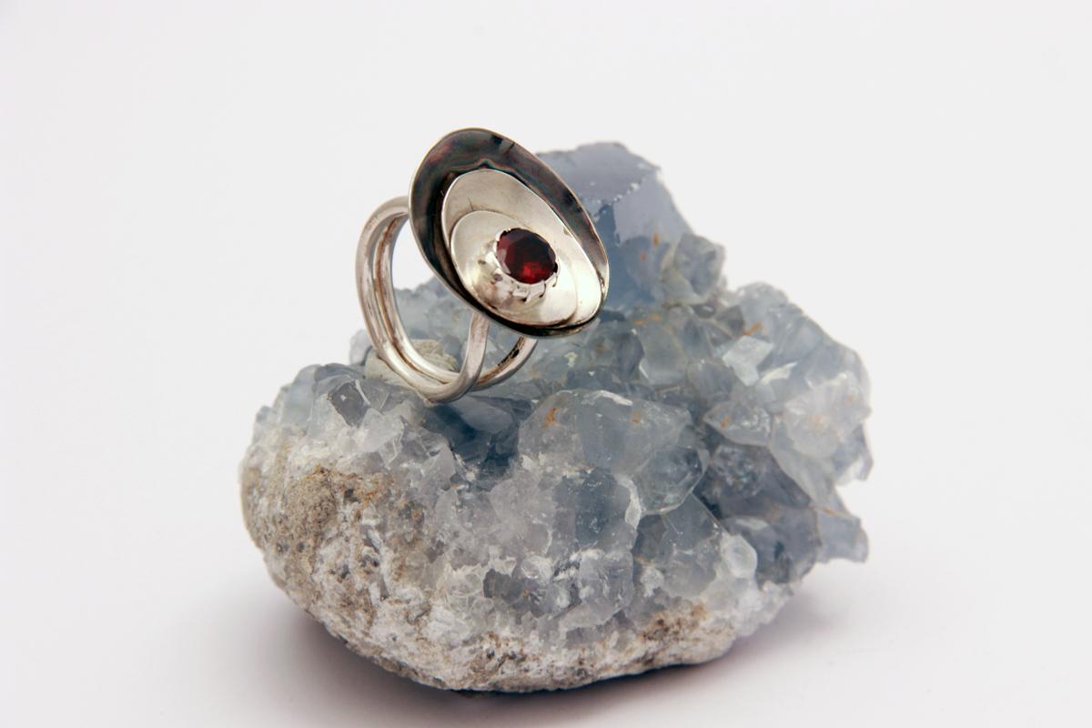unikatni prsten sa granatom