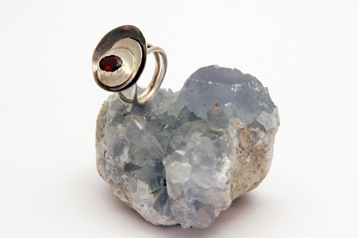 granat prsten