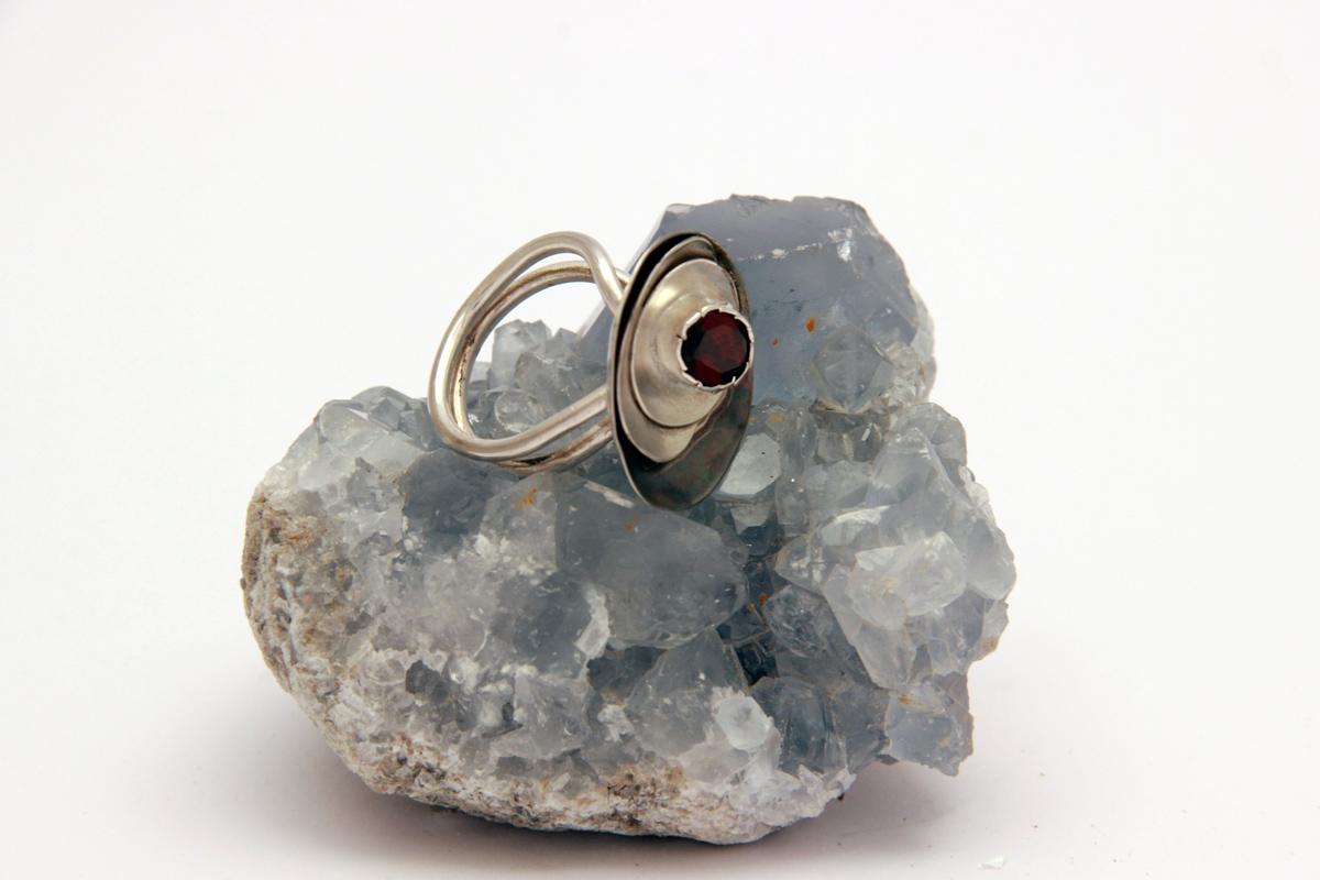 srebrni prsten granat