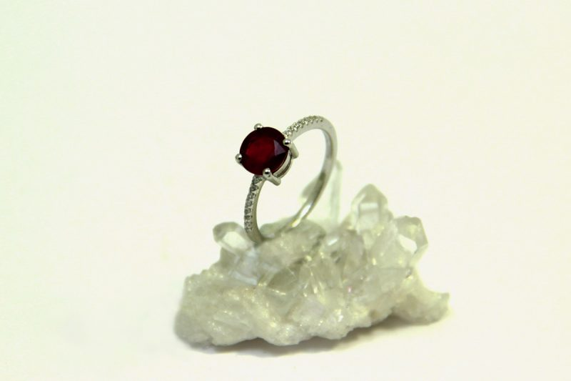rubin prsten