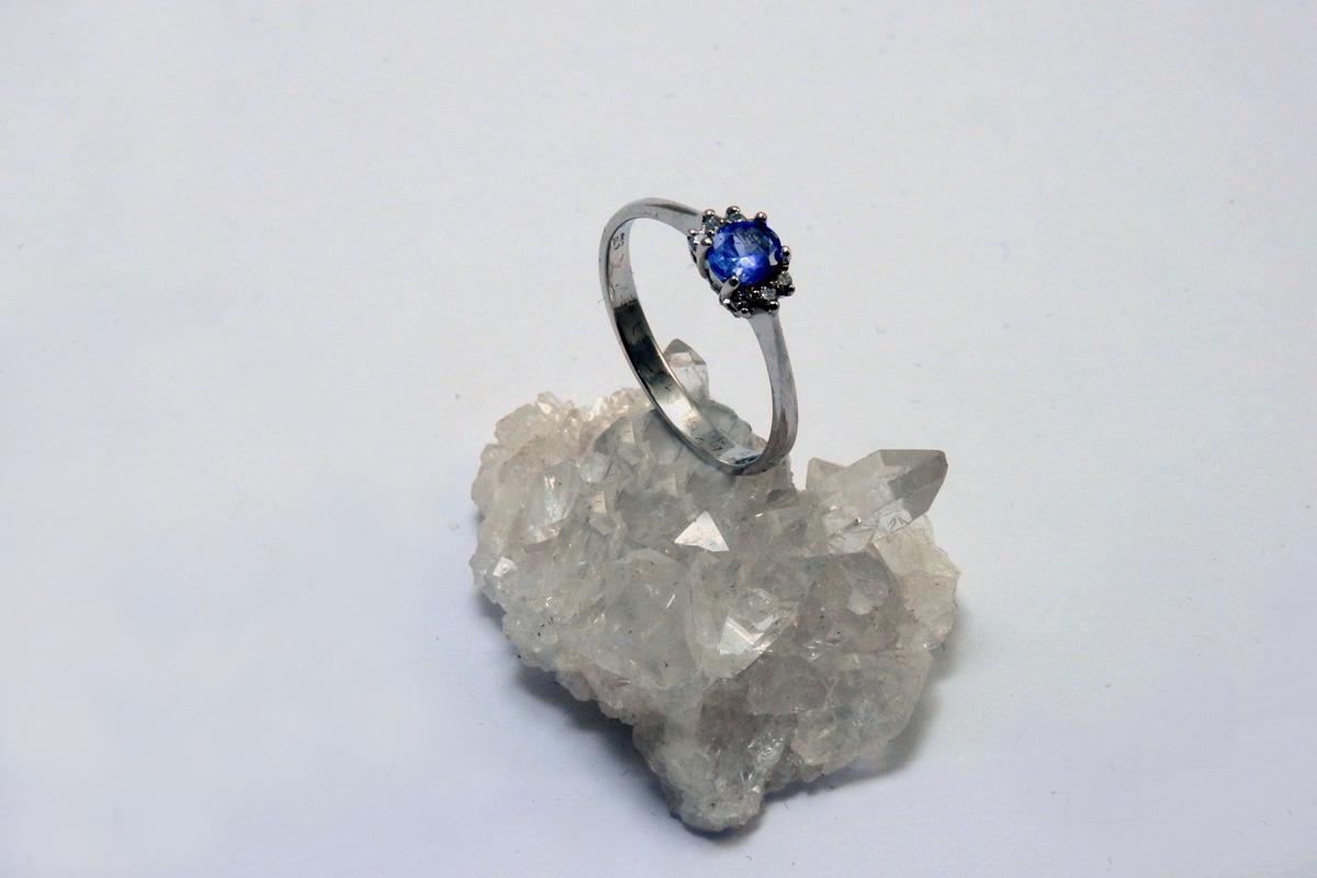 prsten tanzanit