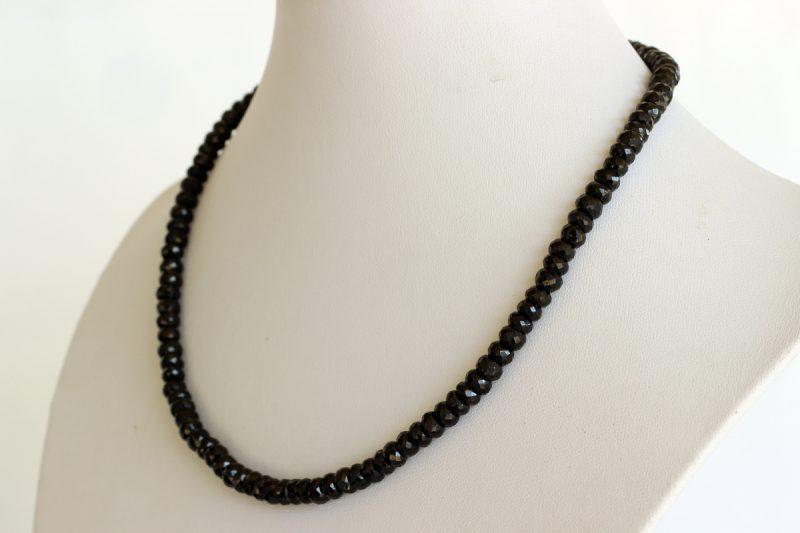 Ogrlica od spinela