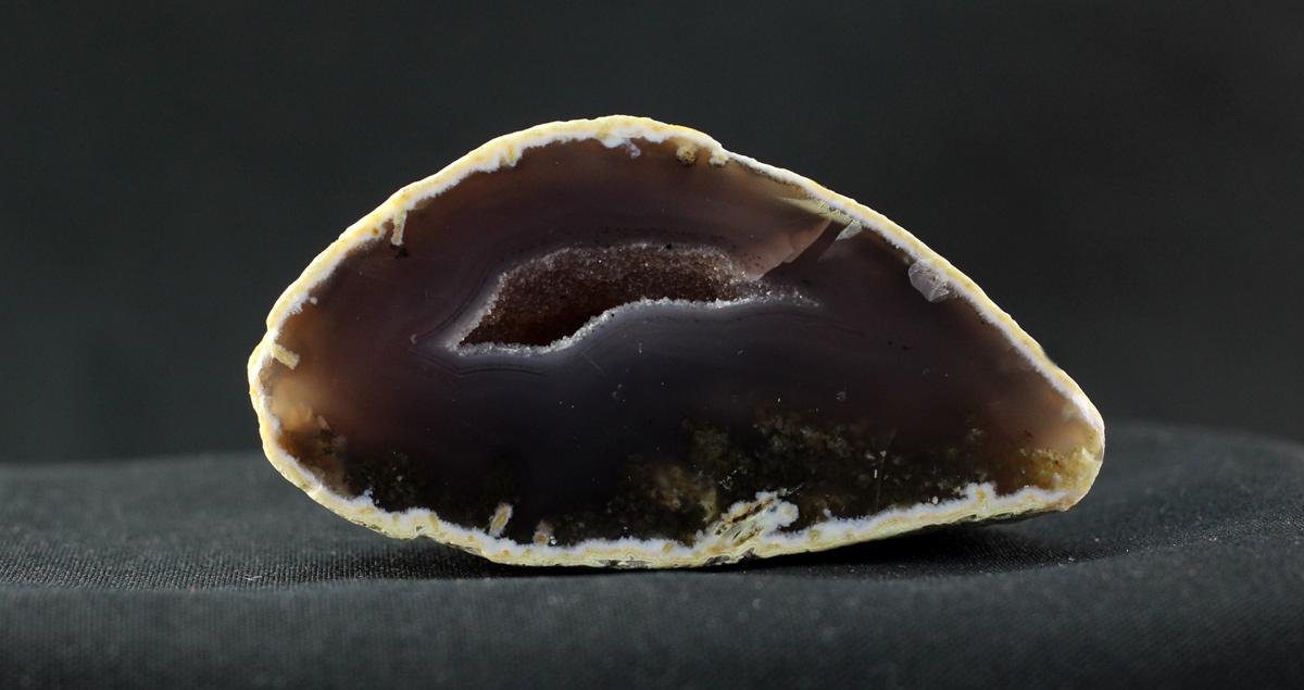 Neobrađeni ahat geoda