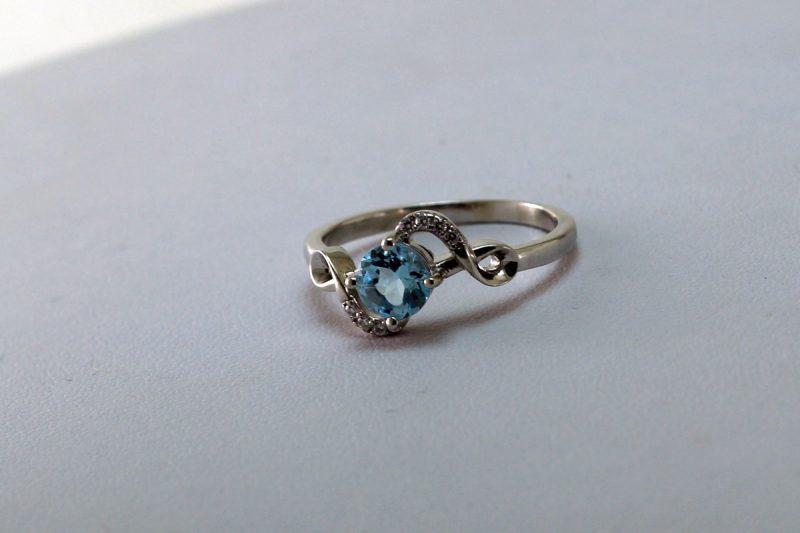 prsten s topazom