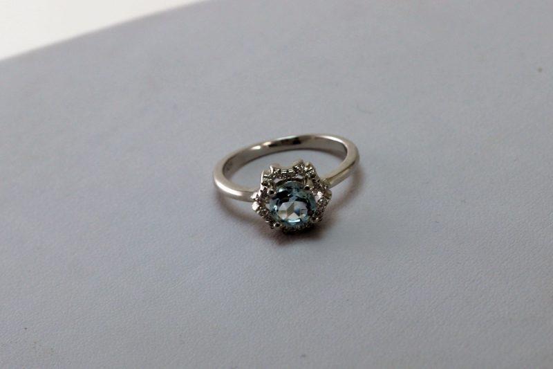 Srebrni prsten s topazom