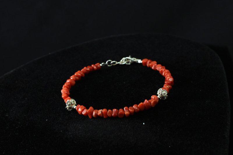 Narukvica od koralja i ornamenti