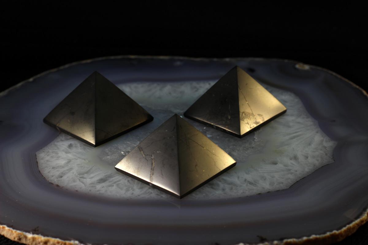 Šungit piramide