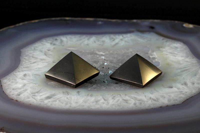 Šungit piramida