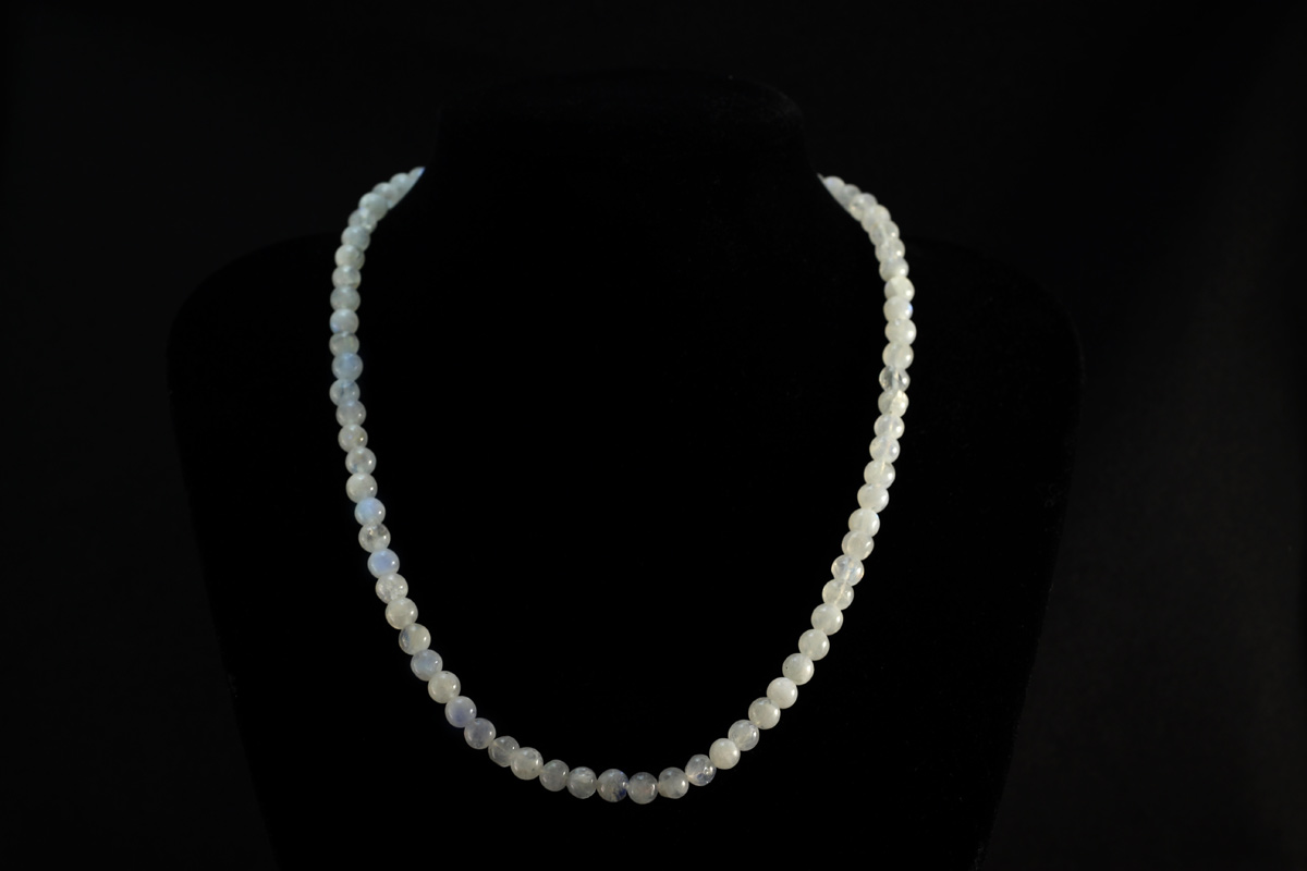 Ogrlica od prirodnog mjesečevog kamena