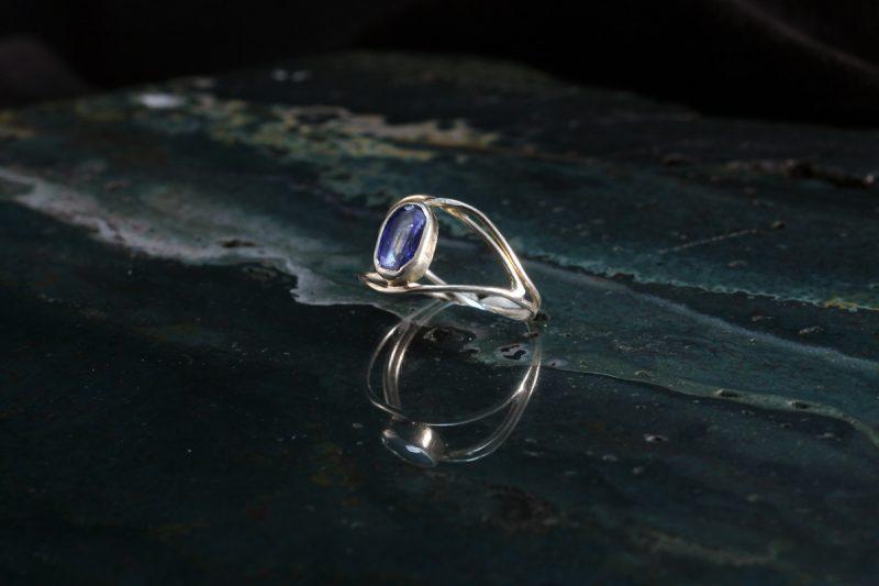 Prsten od srebra s kianitom