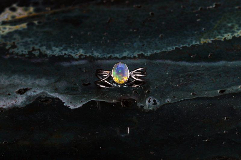 Unikatni prsten s prirodnim opalom