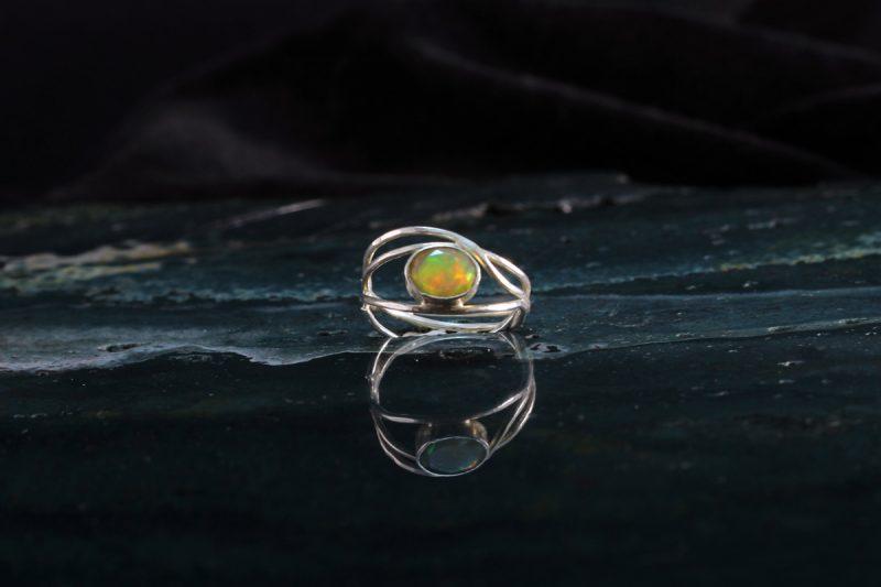 Unikatni prsten s opalom