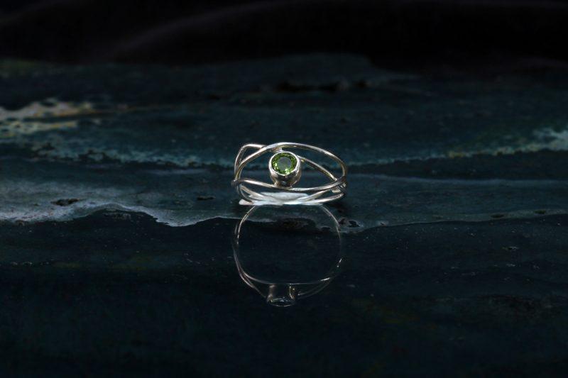 Unikatni prsten srebro i peridot