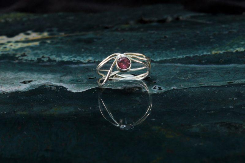 Unikatni prsten sa brušenim ružičastim turmalinom