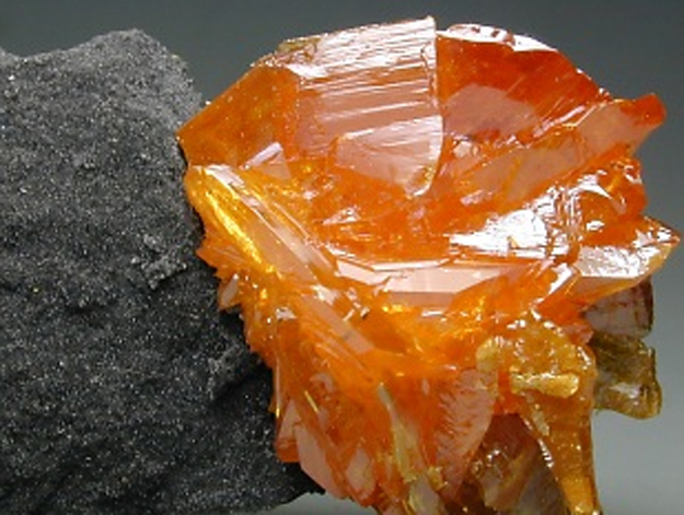 kristal auripigment